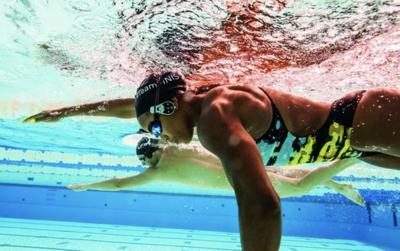 ecouter-des-livres-audio-en-nageant